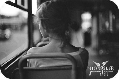фото девушек посмотреть брюнеток вид сзади грустное