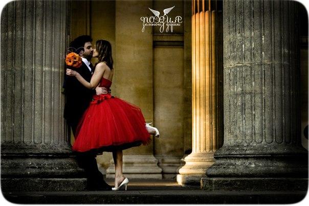 Фото девушка в красном платье с парнем